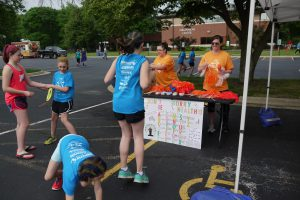ADN students providing games for runners that promote healthy activities