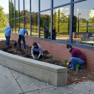 LLCC Grounds Crew and PTK students