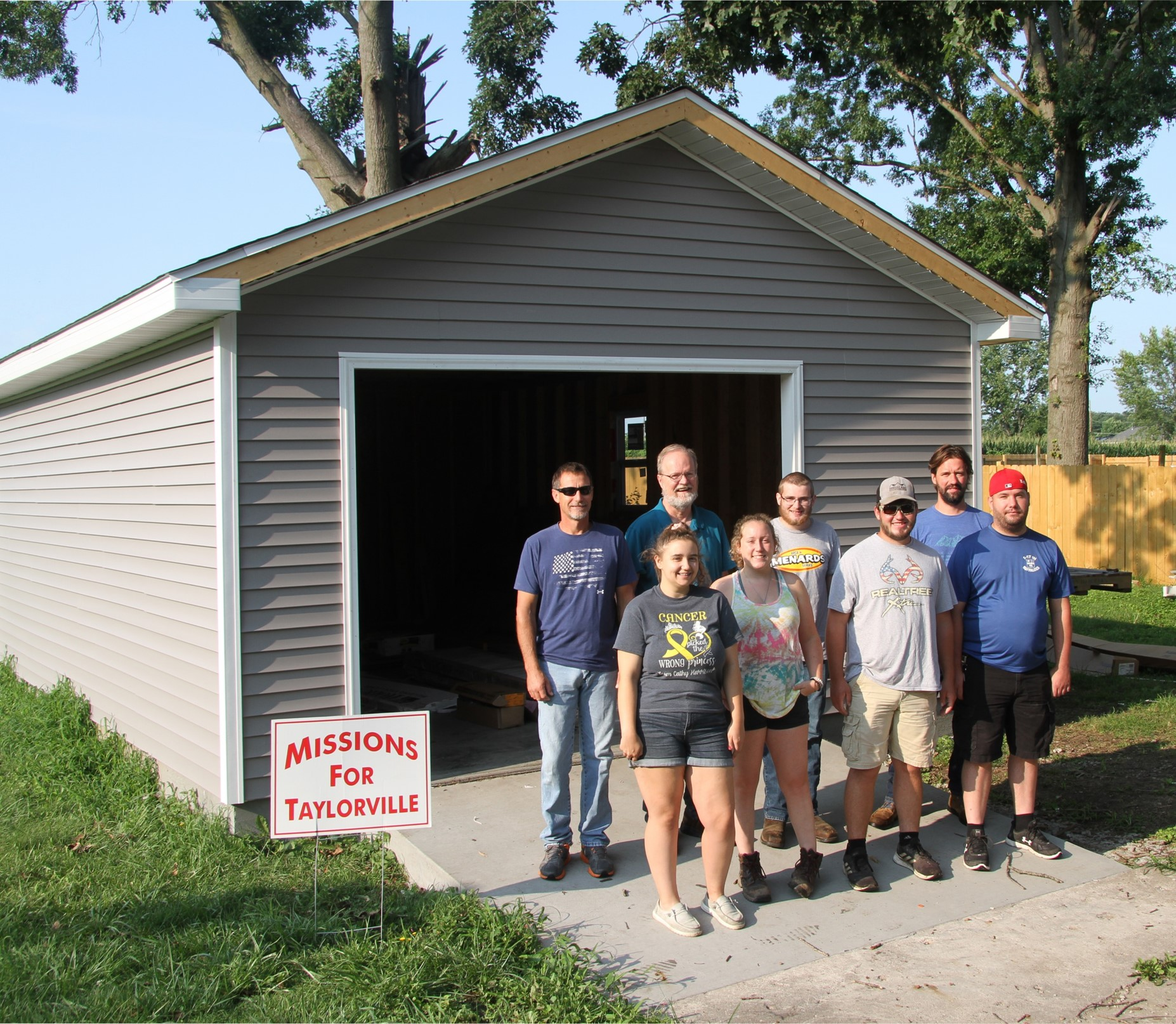 LLCC-Taylorville carpentry students outside finished garage